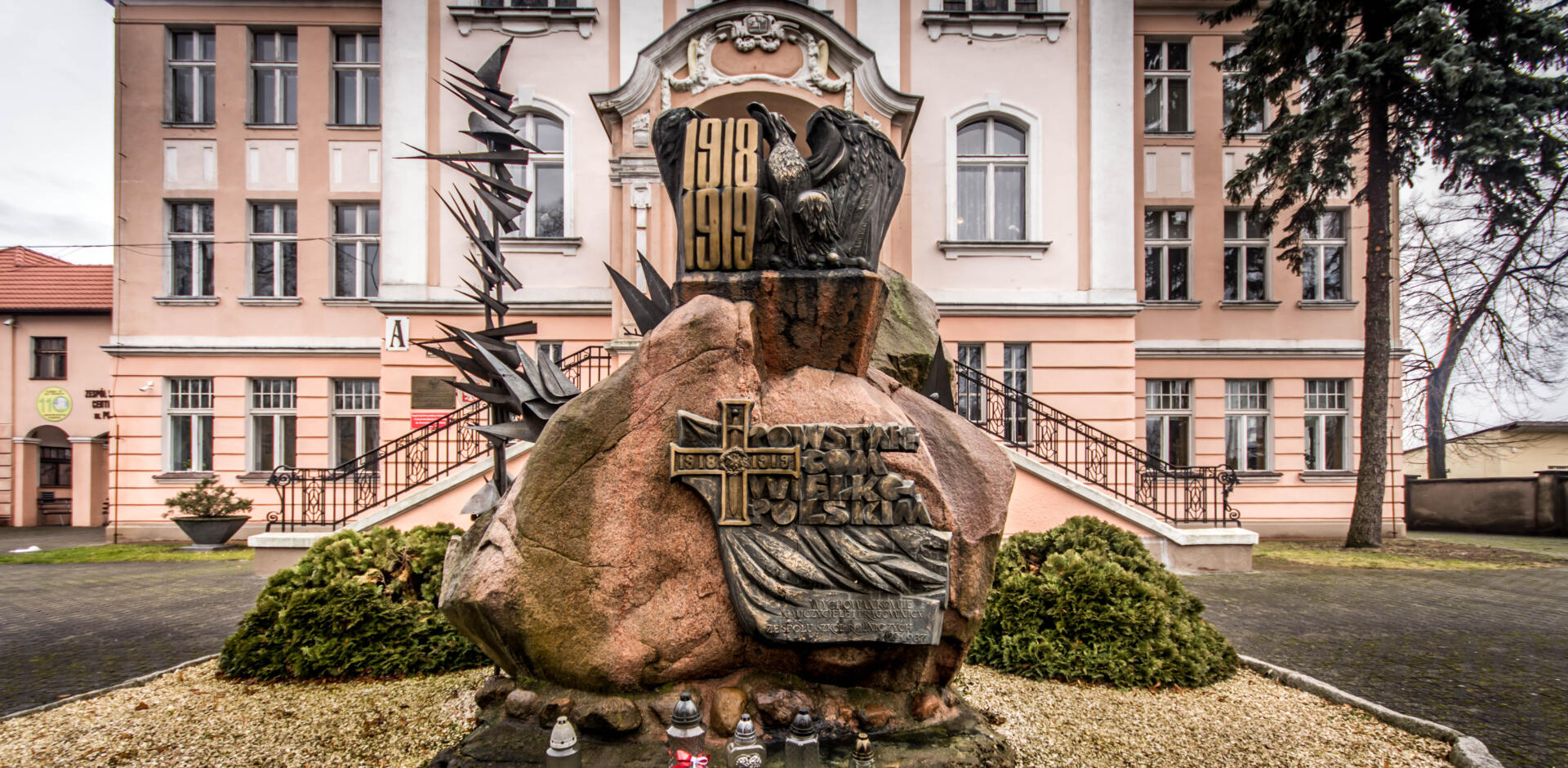 pomnik patrona ZSP-T CKU Bojanowo